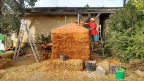 Straw bale iinsulated IBC biogas digester